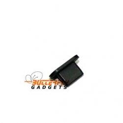 Zwart stofkapje om de USB ingang van de iPhone 5 te beschermen tegen stof